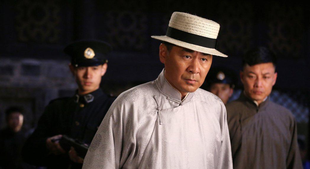 陳建斌在「兄弟兄弟」中角色多變。圖/年代提供