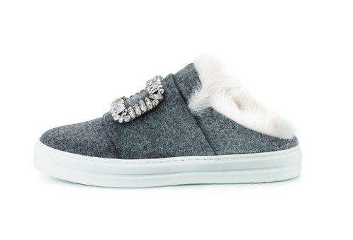 秋冬推出的Sneaky Viv 拖鞋款,64,200元。圖/Roger Vivi...