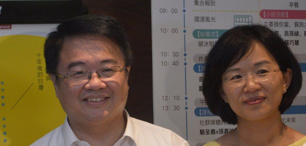 立委蘇巧慧(右)認為吳秉叡(左)是擔任新北市長的好人選。記者施鴻基/攝影