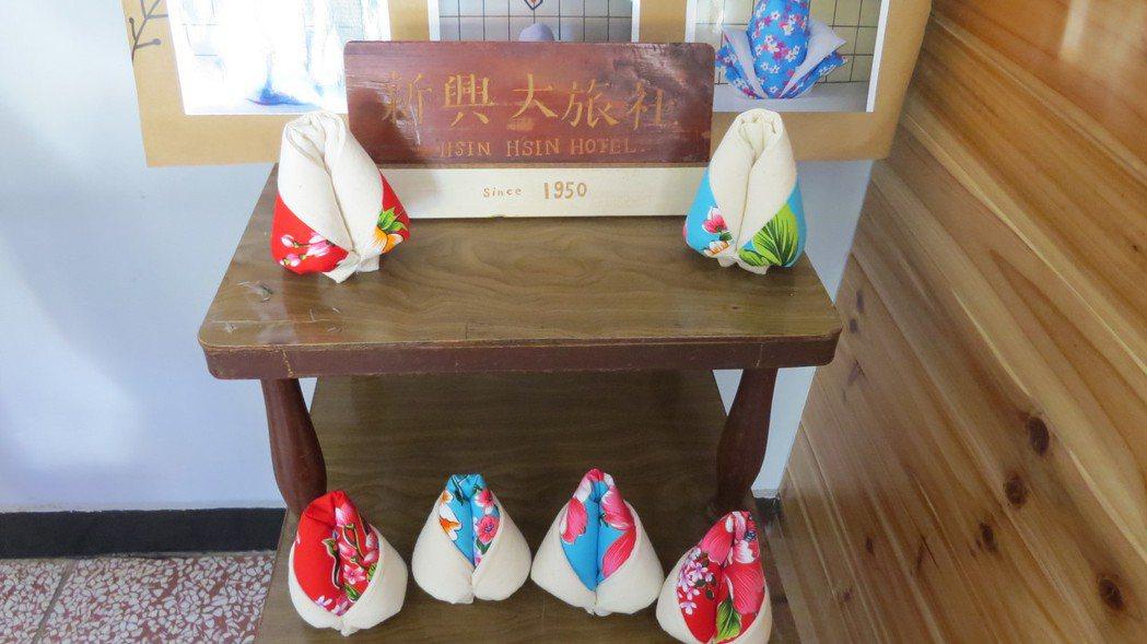苗栗市新興大旅社棉被花成文創,模樣討喜可愛。記者范榮達/攝影