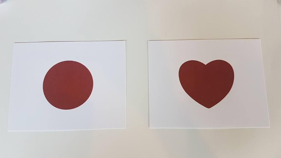 卡片以日本國旗與紅心設計而成,象徵「心跳不止,行動不滅」。記者吳佩旻/攝影