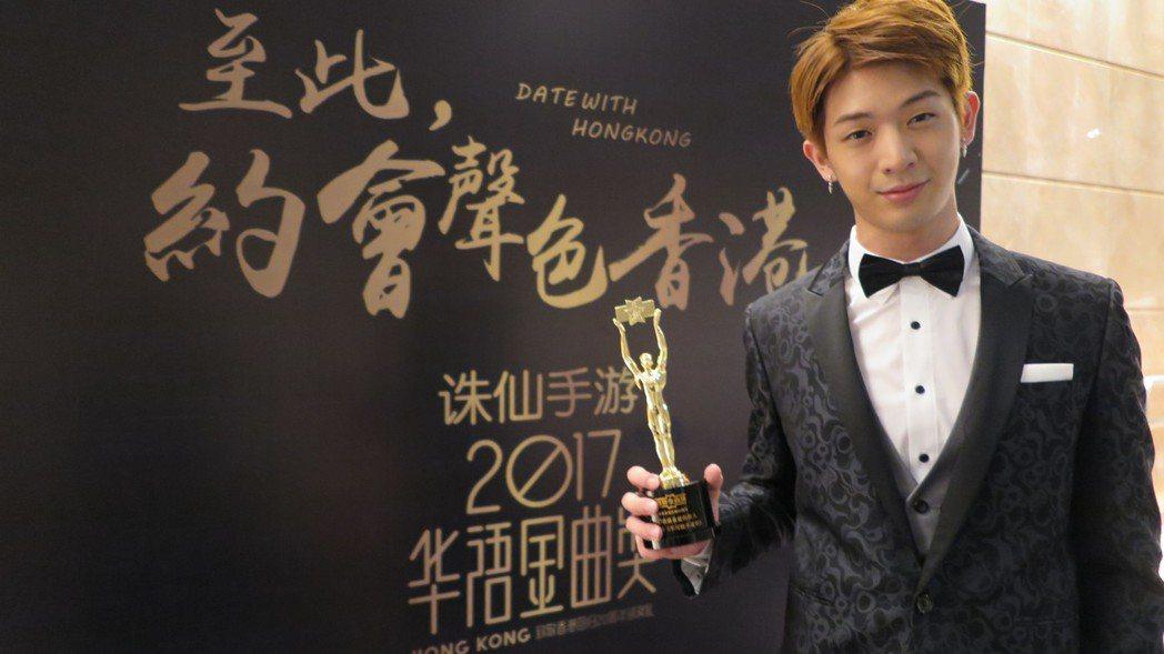 林亭翰(左)出席香港華語金曲獎。圖/青田音樂文化提供