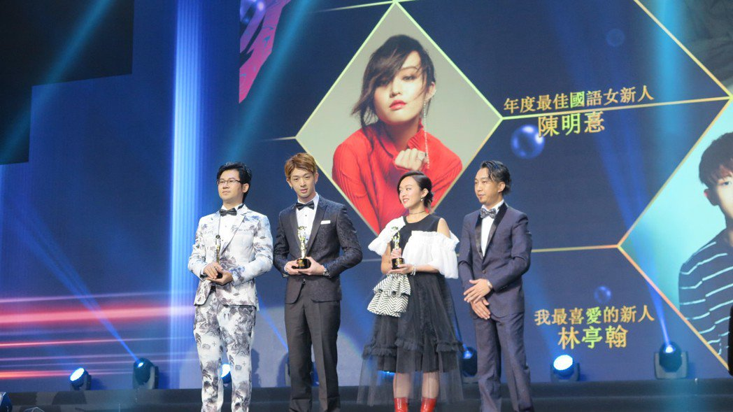 林隆璇(左一)、林亭翰(左二)父子檔連袂出席香港華語金曲獎。圖/青田音樂文化提供