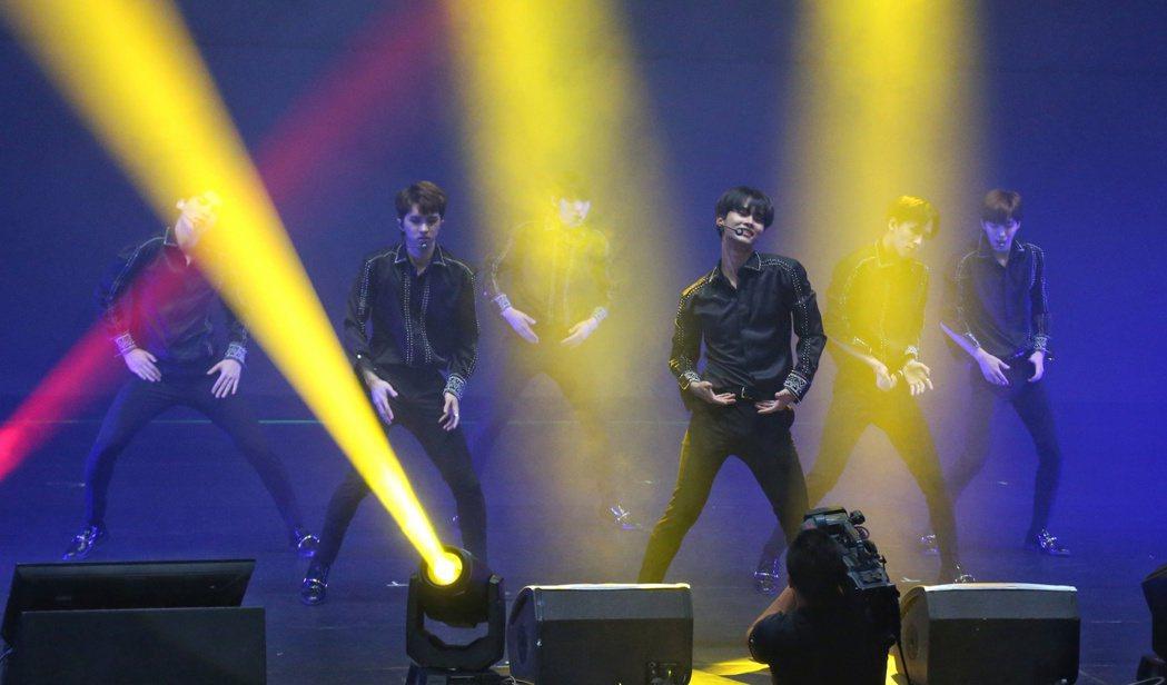 韓團VIXX於台北國際會議中心舉辦 Live Show in Taiwan。記者