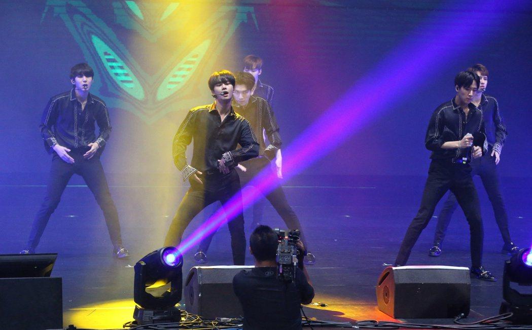 韓團VIXX於台北國際會議中心舉辦 Live Show in Taiwan。記者...