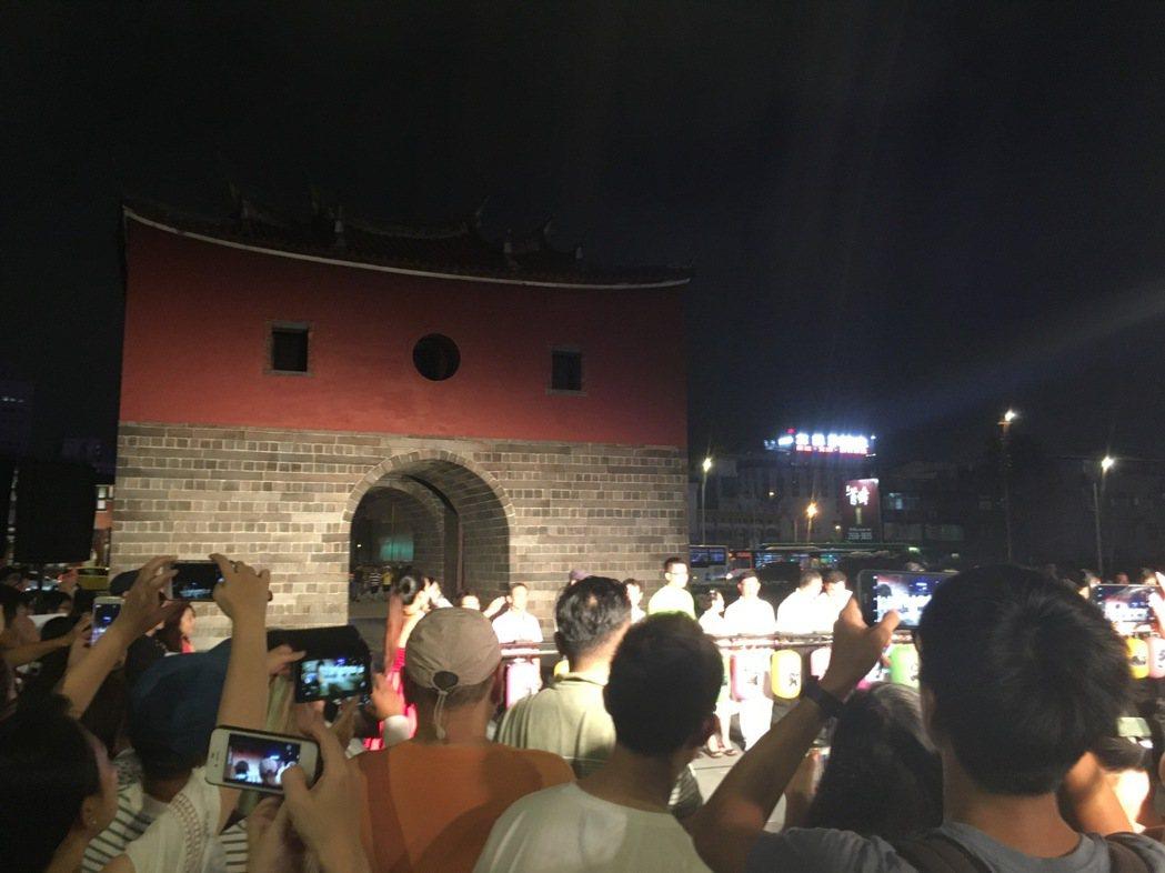 台北市長柯文哲今天出席「東門、南門、小南門試運作點燈活動」記者會。記者張世杰/攝...