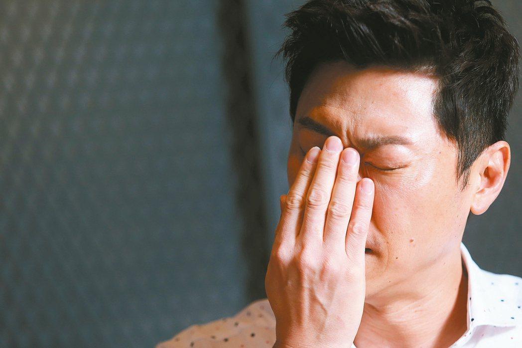 侯昌明在新婚不久後,由妻子辭職扛責照顧失智爸爸。讓她心力交瘁,甚至一度罹患憂鬱症...
