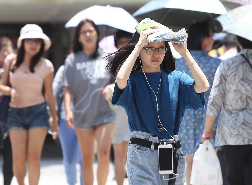 今天起至周三,受熱帶大陸氣團影響,北台灣不排除有38度高溫,是今年至今最熱的三天...