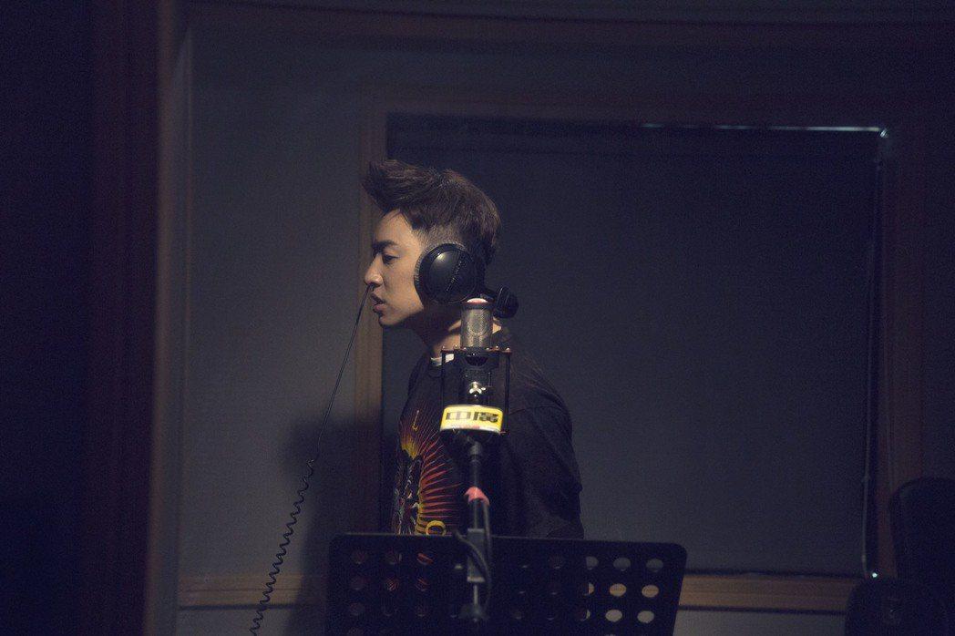 潘瑋柏新歌「失眠」遭網友質疑抄襲韓團Highlight成員龍俊亨自創曲。圖/華納