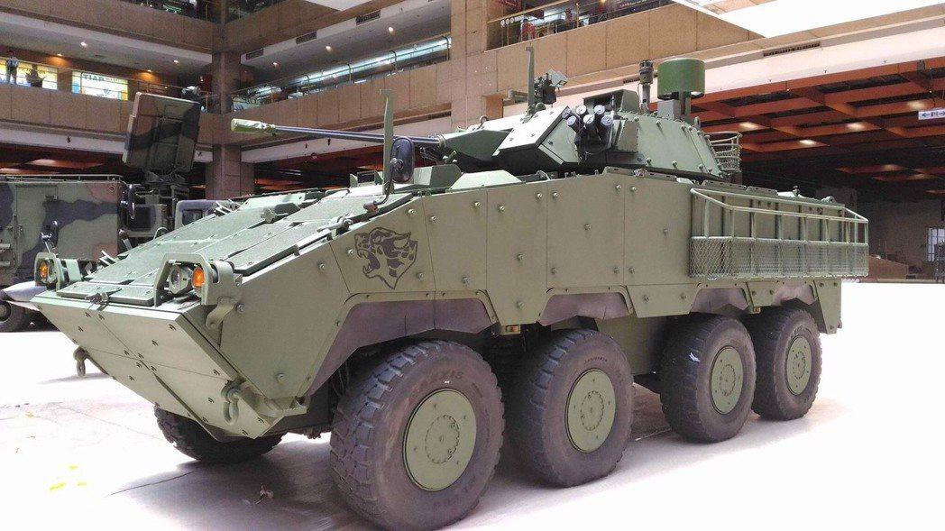將在台北航太展展出的「迅馳專案裝步戰鬥車(30 公厘鏈砲車型)」,可見後側增加了...