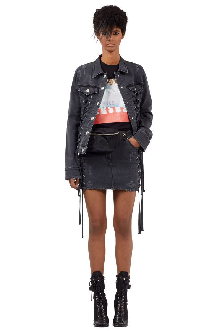 Zayn X Versus聯名系列牛仔編織外套22,000元,牛仔編織迷你裙11...