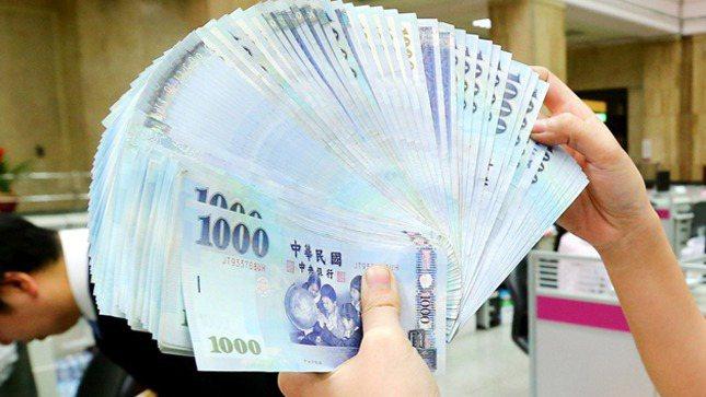 金管會公布全體銀行業存放款情況,到今年6月底,全體銀行業(包括本國銀行、外銀在台...