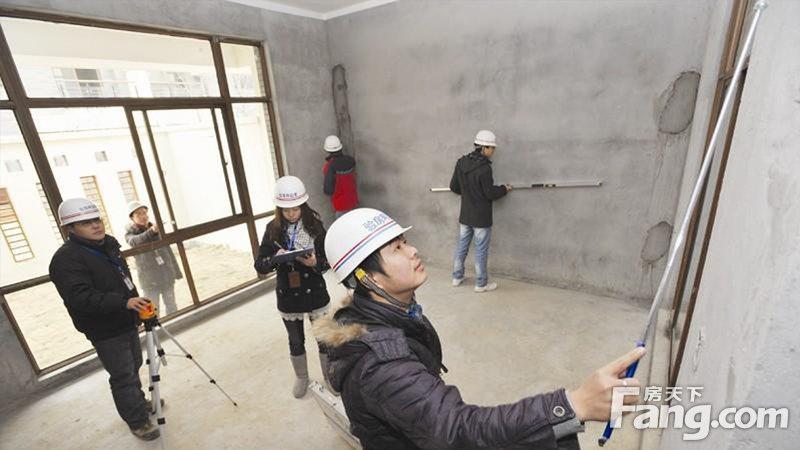 驗房師一般都能查驗出20處以上的毛病,因此不被建商或物業喜歡,成為高危險職業之一...