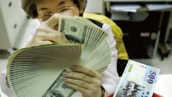 富邦證券表示,國人透過美元資產進行資產配置時,要特別留意到海外所得計算的八大原則...