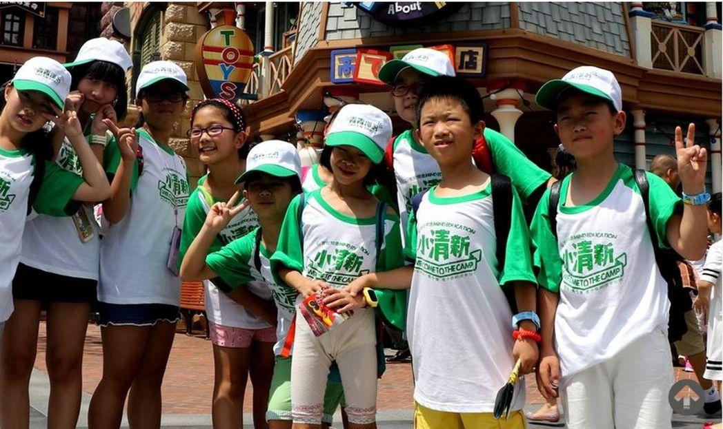 近年來,學生假期的海外遊學項目逐漸火爆,且低齡化趨勢愈發明顯。取材自青青部落