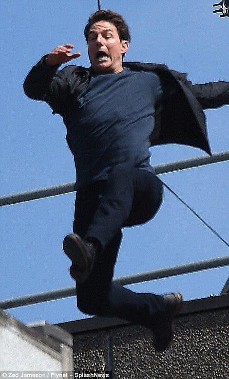 湯姆克魯斯拍攝電影「不可能的任務6」時一場跳樓戲不慎受傷。 圖/擷自Dailym...
