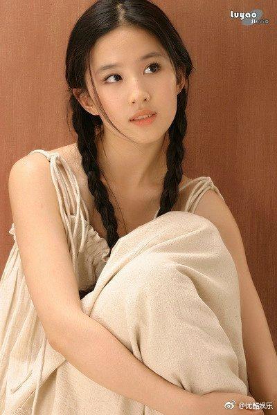 劉亦菲日前傳出舊照。 圖/擷自微博。