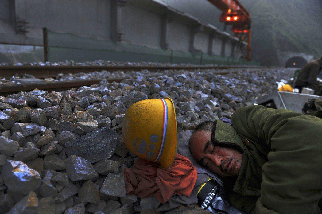 印度與不丹指責中國蓄意在中不雙方存在主權爭端的地區修築公路。 圖/新華社