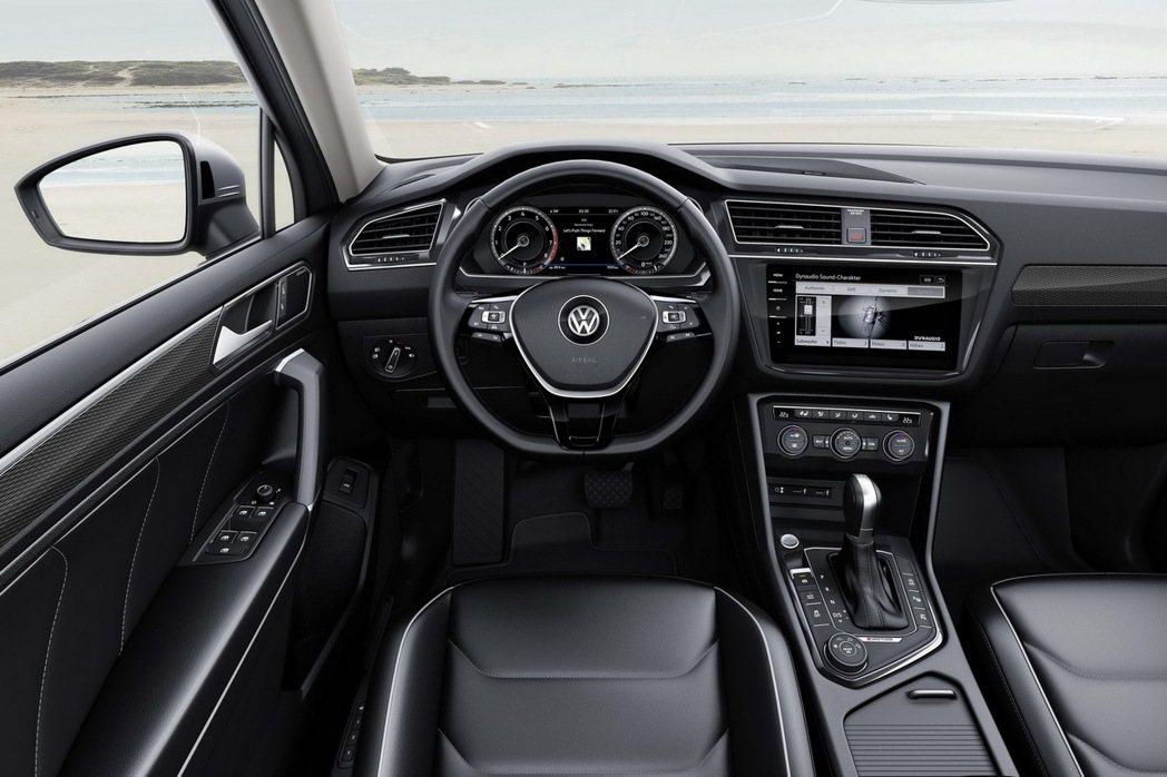 2018年式Tiguan全車系升級新世代鏡面觸控面板。 圖/台灣福斯汽車提供
