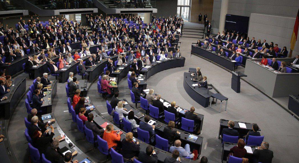 德國目前是左右兩大黨共組大聯合政府。圖為德國國會議場。 美聯社