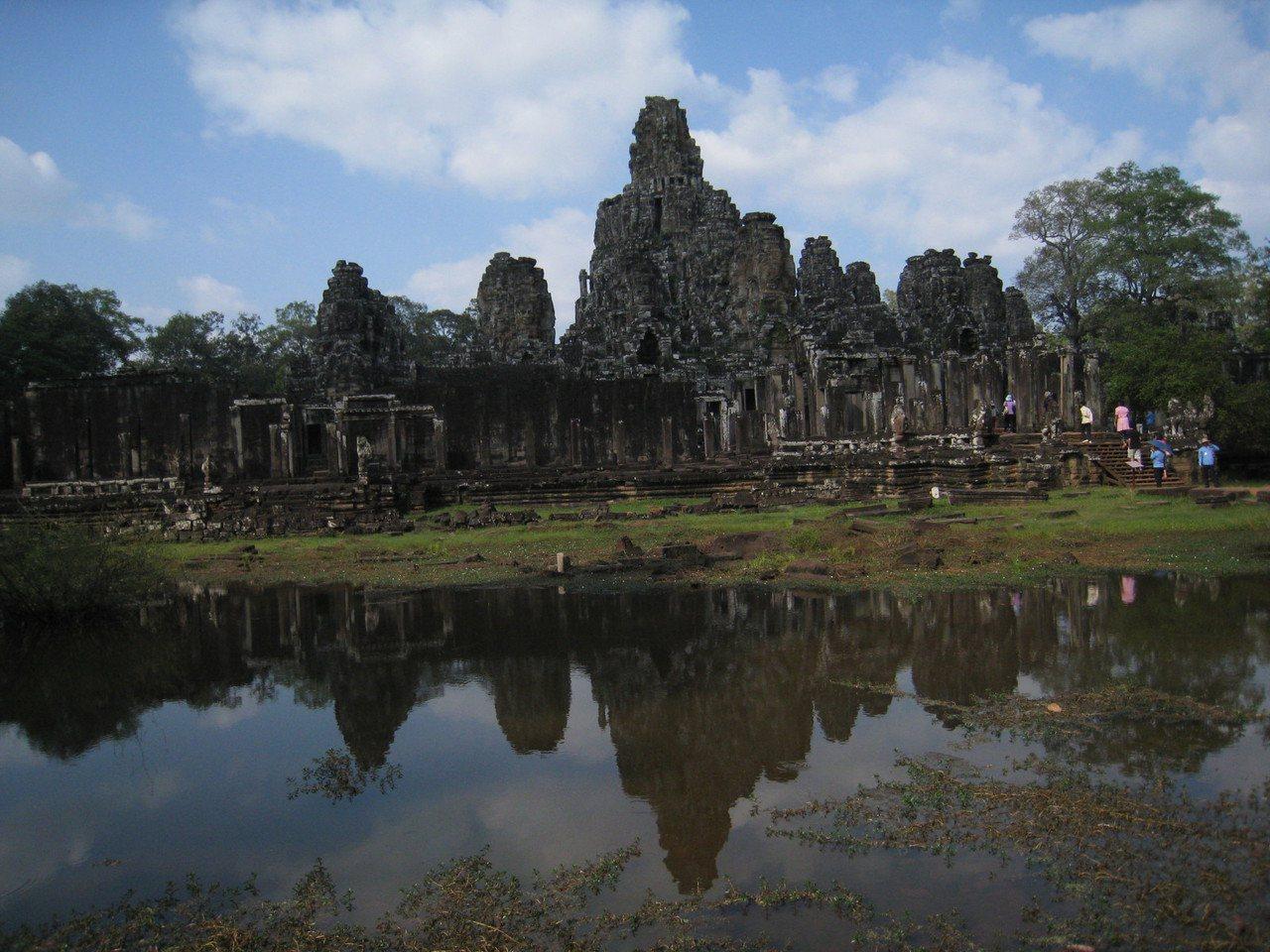 擔任領隊可以踏遍世界遺址或朝聖電影場景,圖為電影古墓奇兵中出現的巴戎寺,就是知名...