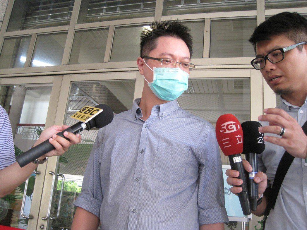 被控殺母的王忠義今天到台中高分院出庭,他說自己沒罪,一點也不擔心,他反而強調這件...