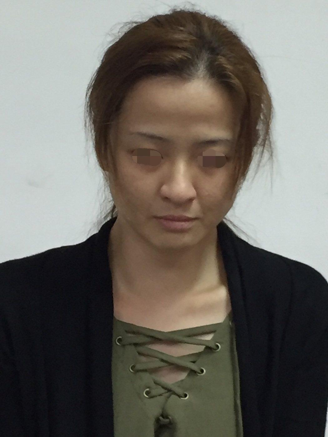 嚴女被逮時,和照片判若兩人。記者林伯驊/翻攝