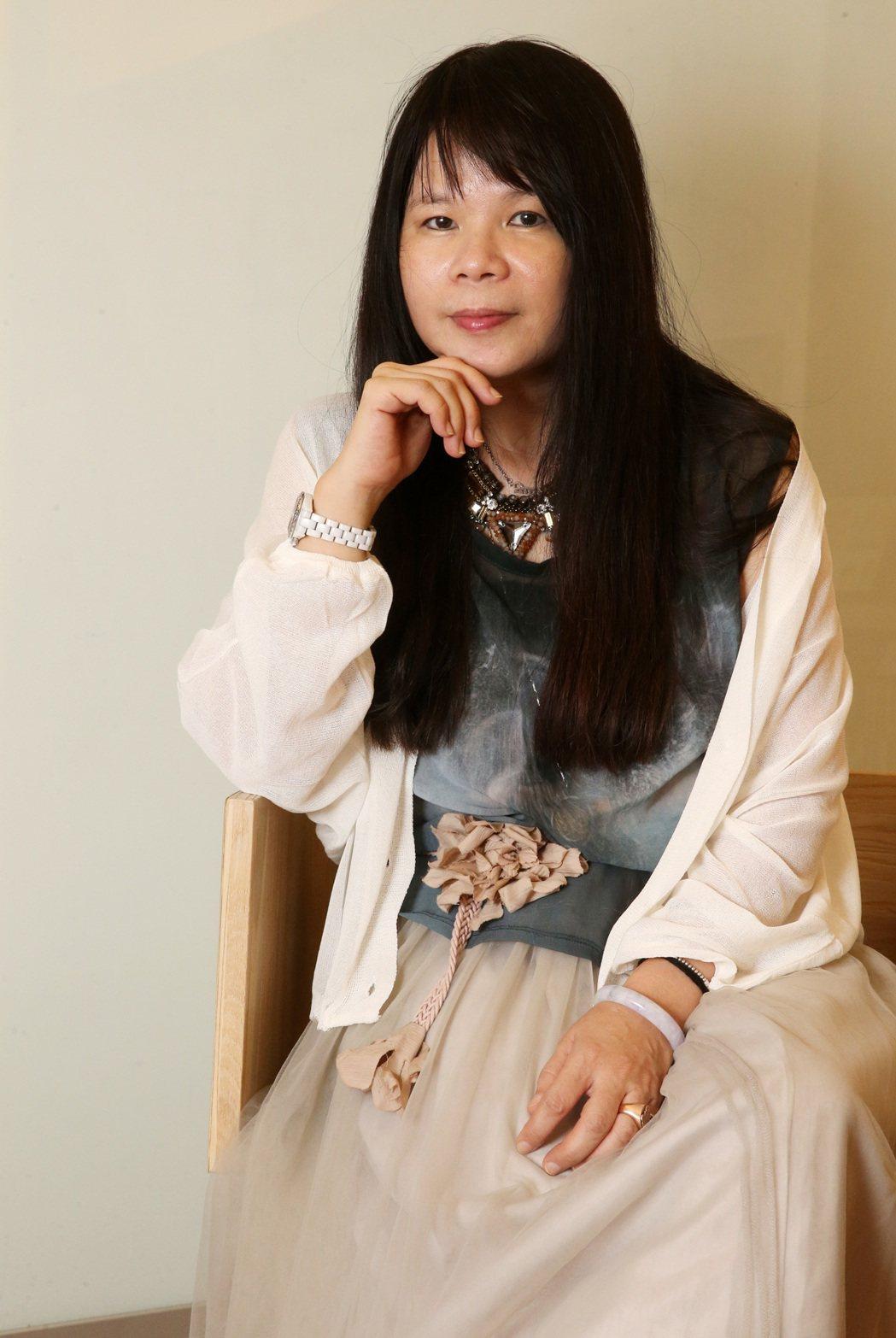 作家鍾文音說,母親中風倒下後,每次出門都是告別。記者胡經周/攝影