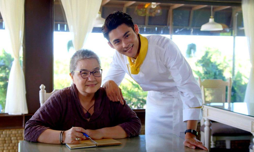 美食評論家胡天蘭(左)客串「噗通噗通我愛你」。圖/三立提供