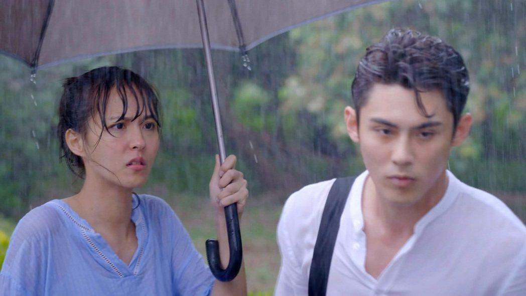 陳奕(右)塑造「輕虐心霸氣男」形象,對女主角魏蔓嘴硬心軟。圖/三立提供