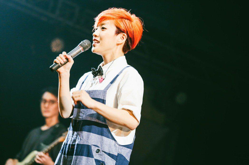 小球(莊鵑瑛)於Legacy台北「都市女聲」系列演唱會開唱。圖/Legacy提供