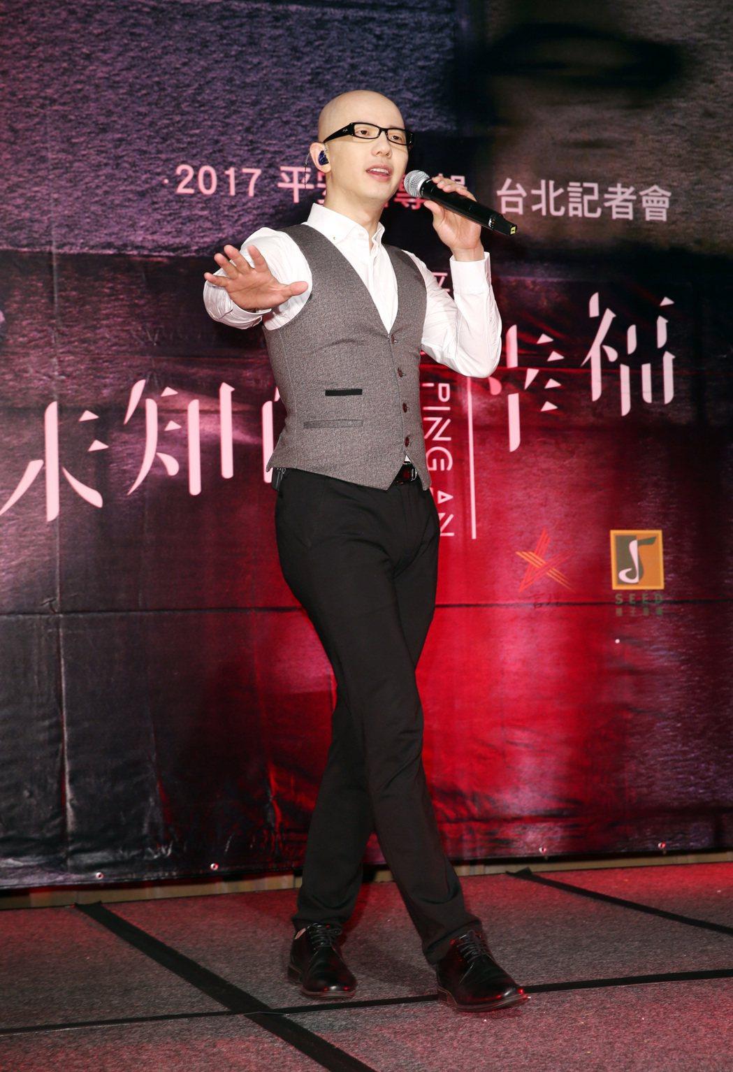 大陸歌手平安,挾著天籟之聲的美譽來台發行新專輯《未知的幸福》。記者杜建重/攝影
