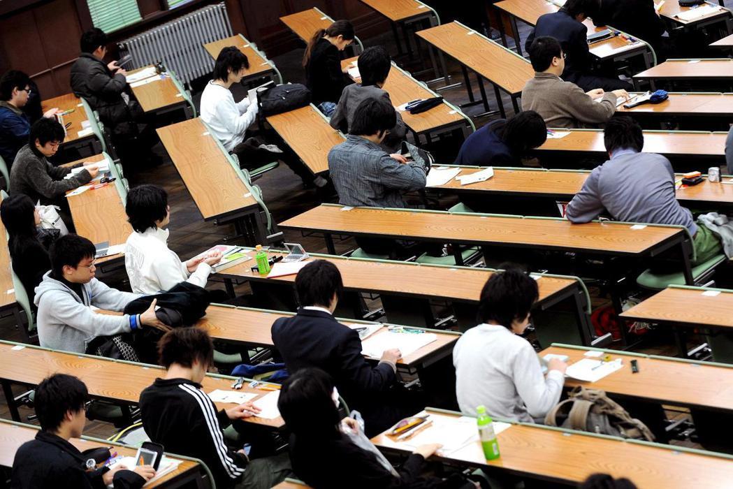 日本政府刪減科研預算,造成日本論文發表數量在全球排名大跌。圖為東京大學教室。 (...