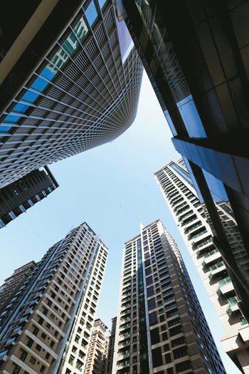 今年上半年北市50多坪的住宅大減五成,半年僅成交260多件。 報系資料照