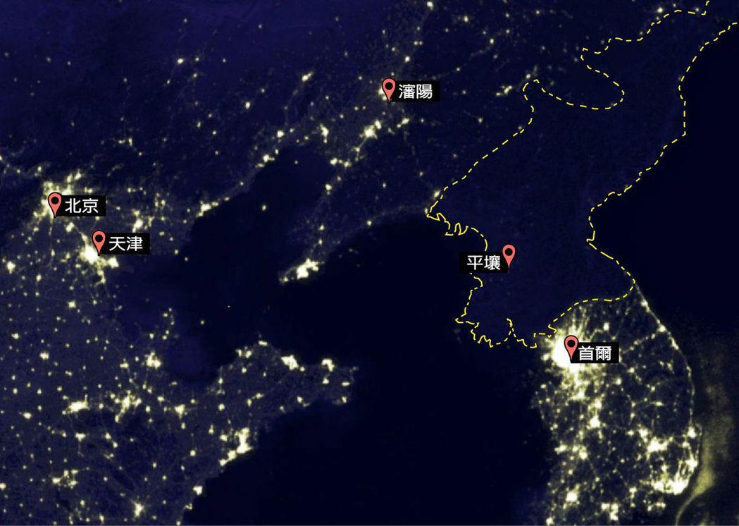 北韓近年不斷提高基礎建設的預算,但在Google Earth上看起來,夜間還是一...