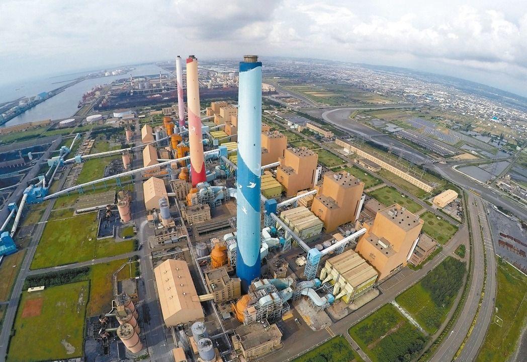 日前台中火力發電廠1號機鍋爐破管,導致全台被迫限電。 聯合報系資料照片