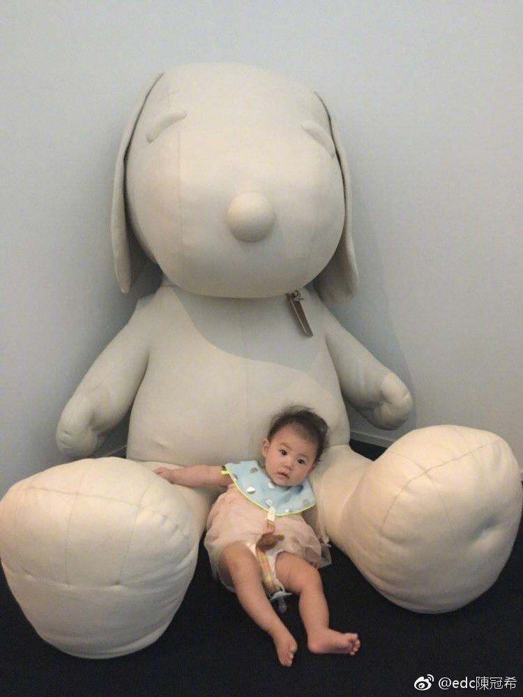 陳冠希15日下午在微博曬女兒照片。 圖/擷自微博。