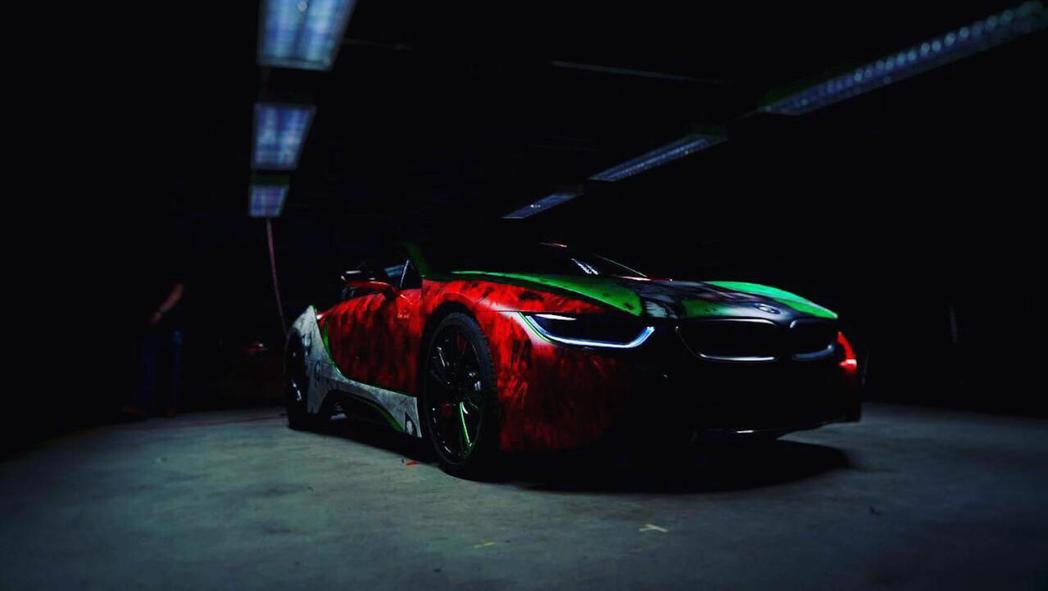 Joker加上BMW i8,帥氣十足。 摘自Motor 1