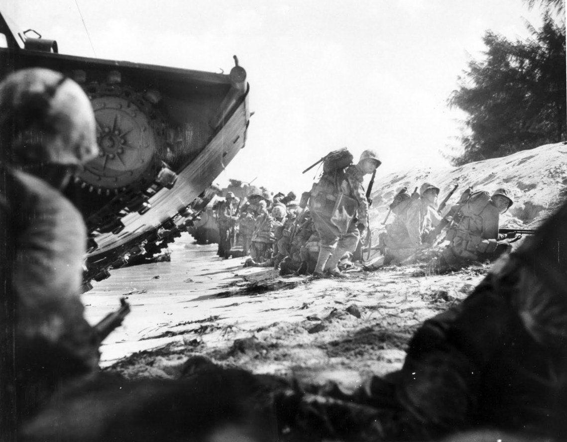 1944年6月,美國海軍陸戰隊在塞班島登陸,血腥的塞班島戰役開打。 圖/美聯社