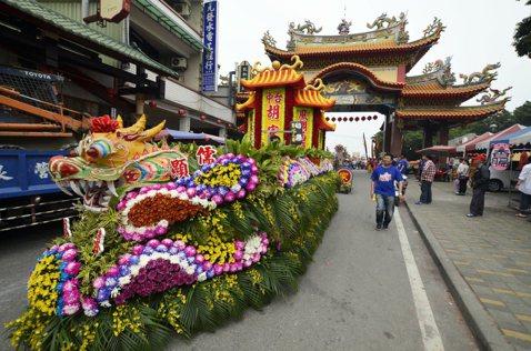 當成見包裝成美學品味:被台北街頭抹去的宮廟花車文化