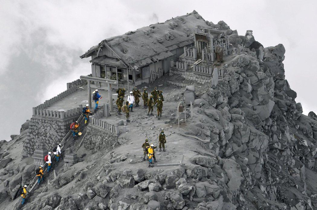 2014年9月27日,岐阜縣與長野縣交界的御嶽山火山噴發,55人死亡。 圖/美聯...