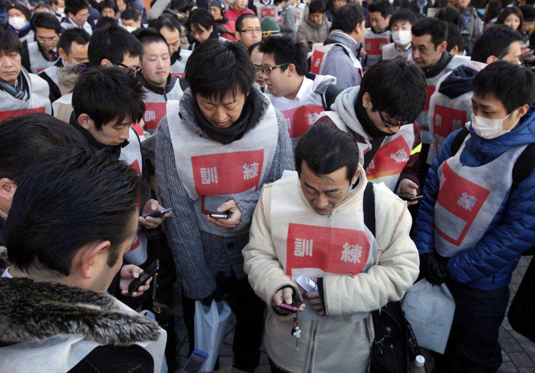 日本政府已利用手機、電視、廣播等,建置更迅速傳達防災情報,而未來也要加強民團的防...