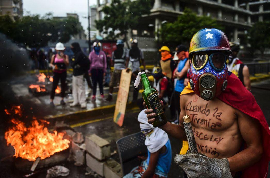 與哥倫比亞對照,另一個鮮明圖像卻是:美國大報對委國產生了執迷,老說這個國家危機四...