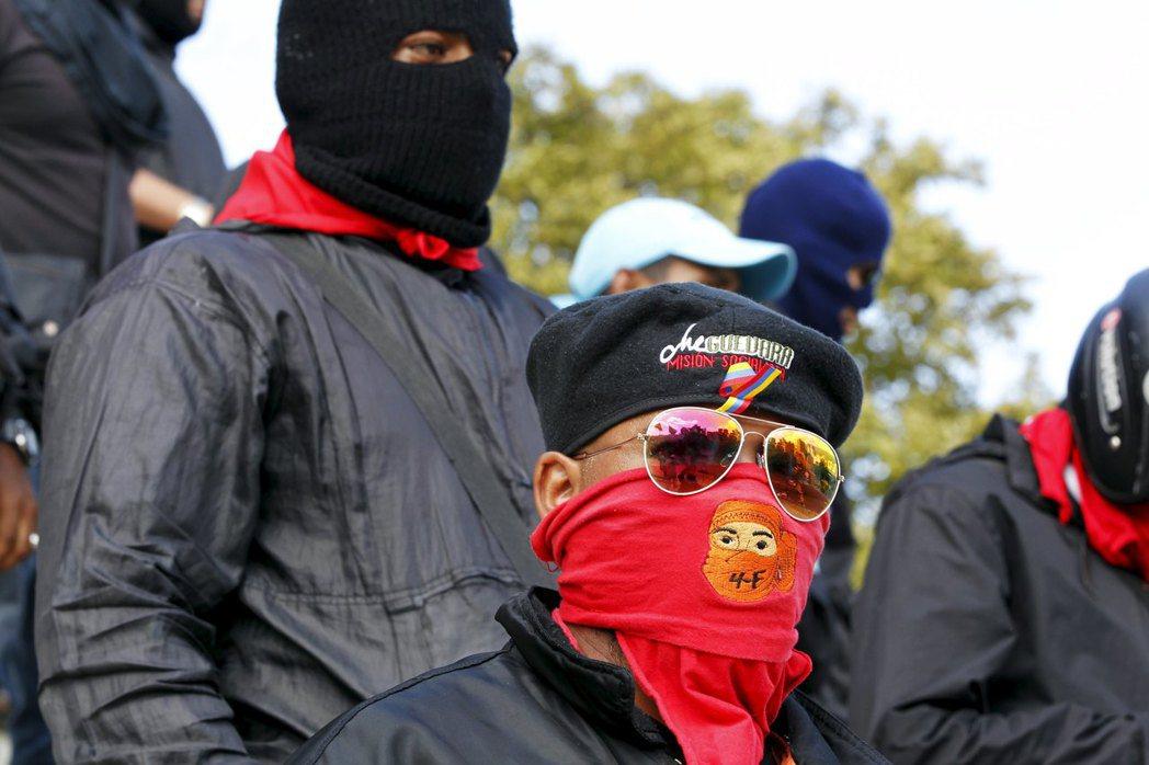 HRW的報告指出民間武裝組織「集團黨」(Colectivos)勾結政府殘害人民,...