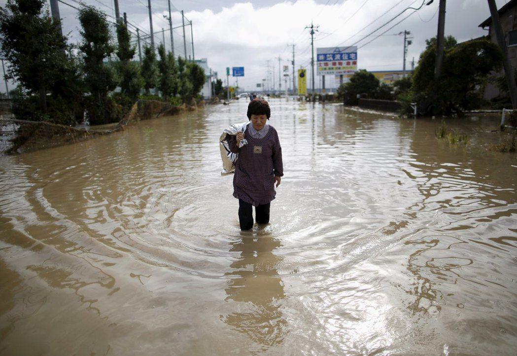 日本人從過去到現在,一直在學習與災難共處。 圖/路透社