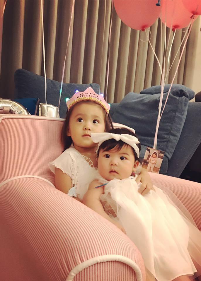 咘咘(後)與Bo妞姊妹。圖/摘自臉書
