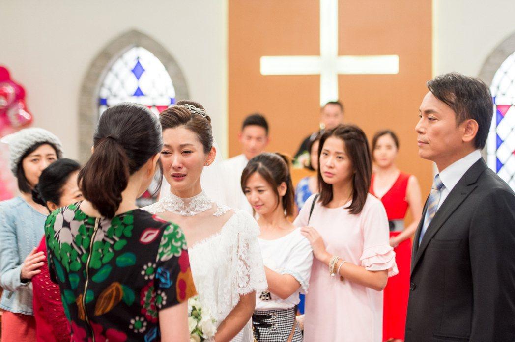 陳珮騏在「一家人」中終於和趙駿亞結婚。圖/三立提供