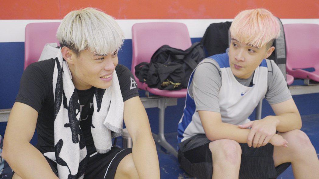 聖結石(左)為身障歌迷慶生。圖/WebTVAsia x LUVE提供