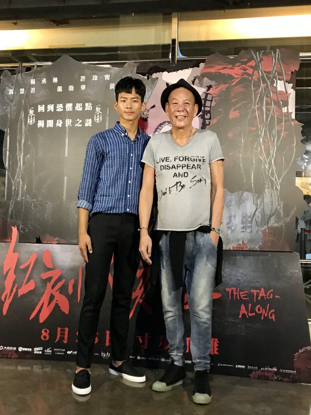 龍劭華(右)與吳念軒在「紅衣小女孩2」辦祖孫。圖/威視提供