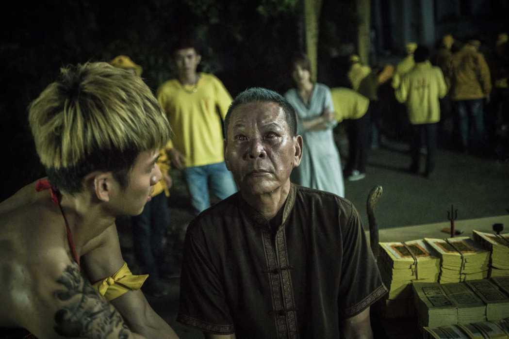 龍劭華在在「紅衣小女孩2」被「魔神仔」上身,表情令人不寒而慄。圖/威視提供